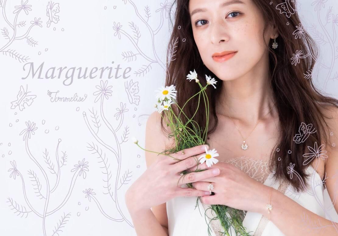 花占いマーガレットシリーズのフラワーリング・ピアス・ネックレス・ブレスレット着用